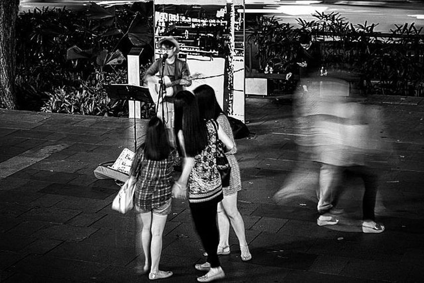 Who is that... TPSTamron Streetphotography Nightlife Hipaae Urbanphotography Nights  OrchardRoad Citylife @thephotosociety Traveling Home For The Holidays