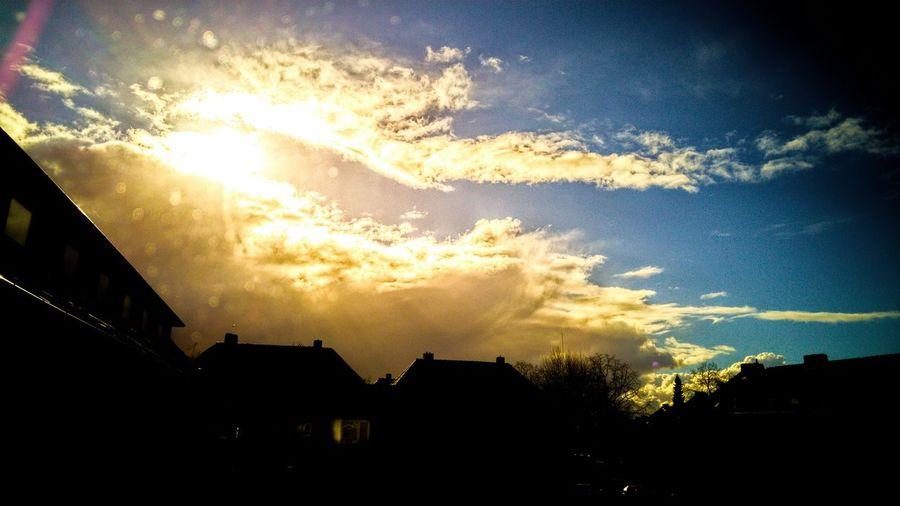 Another view from my Window Clouds And Sky Clouds In My Hometown Wilhelmshaven Germany Deutschland Wolken Beautiful Nature Wolkenbilder Handyphoto LG G4 Heimatstadt Blick Aus Dem Fenster