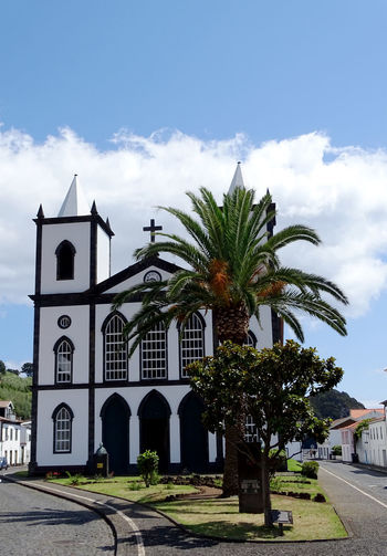 Azores Tree Palm Tree City Religion Sky Architecture Building Exterior Cloud - Sky Place Of Worship