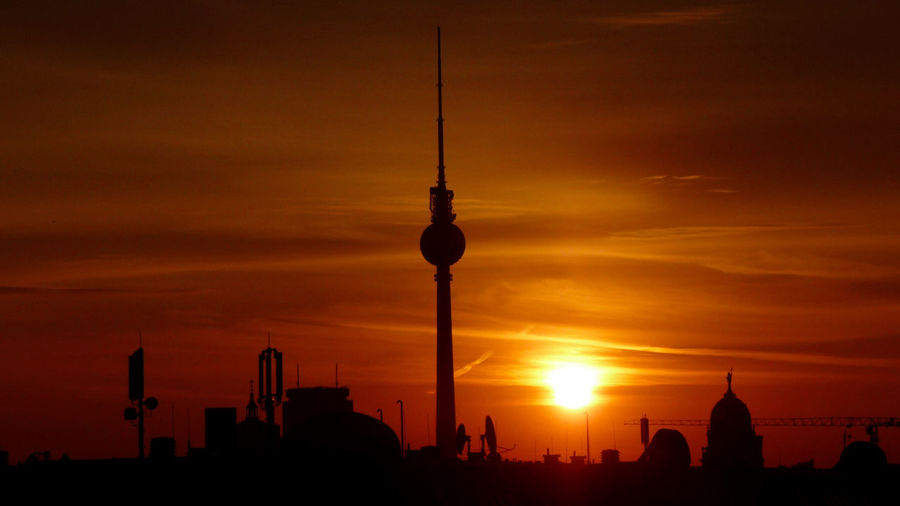 Fernsehturm Berlin  Morgensonne🌞 Sonnenaufgang🌇 Architecture Building Exterior Built Structure City Cityscape Communication Modern Nature No People Orange Color Outdoors Silhouette Sky Skyscraper Spire  Sunset Tall - High Television Tower Tourism Tower Travel Travel Destinations