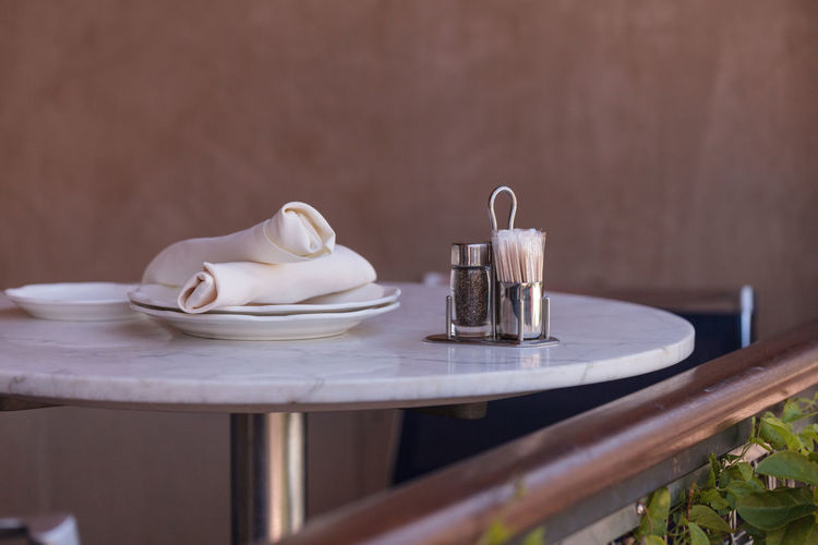 A place setting at an outdoor cafe restaurant in Southern California, United States. Cafe Close-up Dine Napkin Outdoor Restaurant Place Setting Restaurant Salt And Pepper Shakers Table Tables