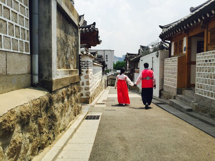 Seoul, Korea Bukchon Hanok Village Hanok Hanbok Couple Couple <3 Love Snapshot IPhoneography IPhone Follow Followme