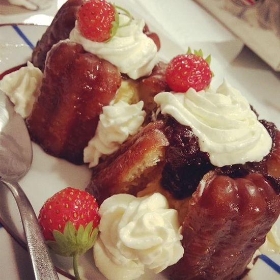 Pendant ce temps.... Profiteroles de Caneles Homemade 😁 Dessert Fullhomemade Bordeaux Rhum Picoftheday