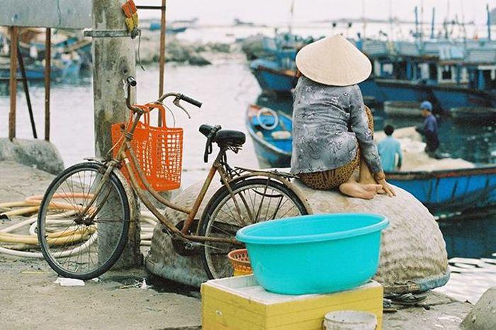 Wait... Analog Analogue Analogcamera Analogphotography Film Filmphotography Filmcamera Filmisnotdead 35mm Canon Elan7 Kodak Vision 250d NinhThuan Vietnam Ishootfilm Kodak_photo