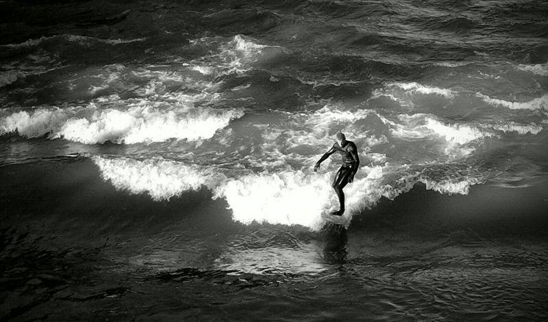 Surfing Isar Surfer Munich Blackandwhite Summer Surf Photography Muenchen Monochrome Waves