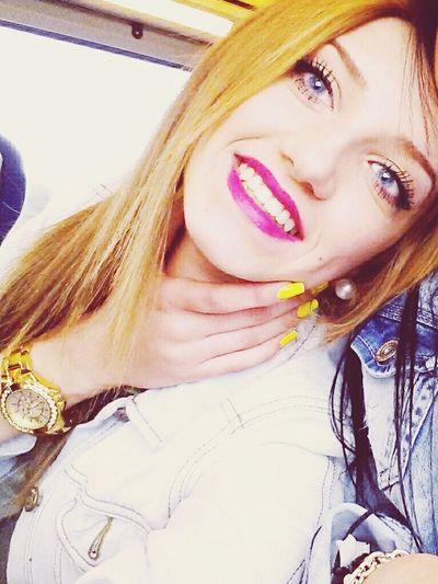 Me Pretty Blueyes Girl Smile Bored Traveling Nails