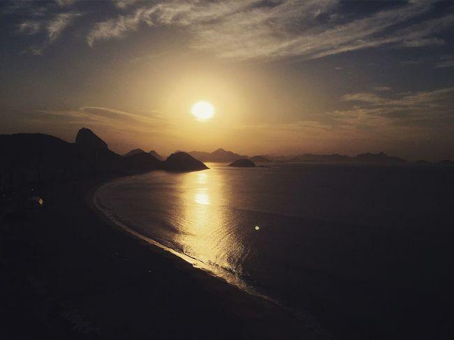 Sunrise in Copacabana , Rio . / Nascer Do Sol em Copacabana, Rio De Janeiro . Riodejaneiro Rio2016 Rio 2016 Sol Nascente Nascerdosol Solnascente 43 Golden Moments Color Palette