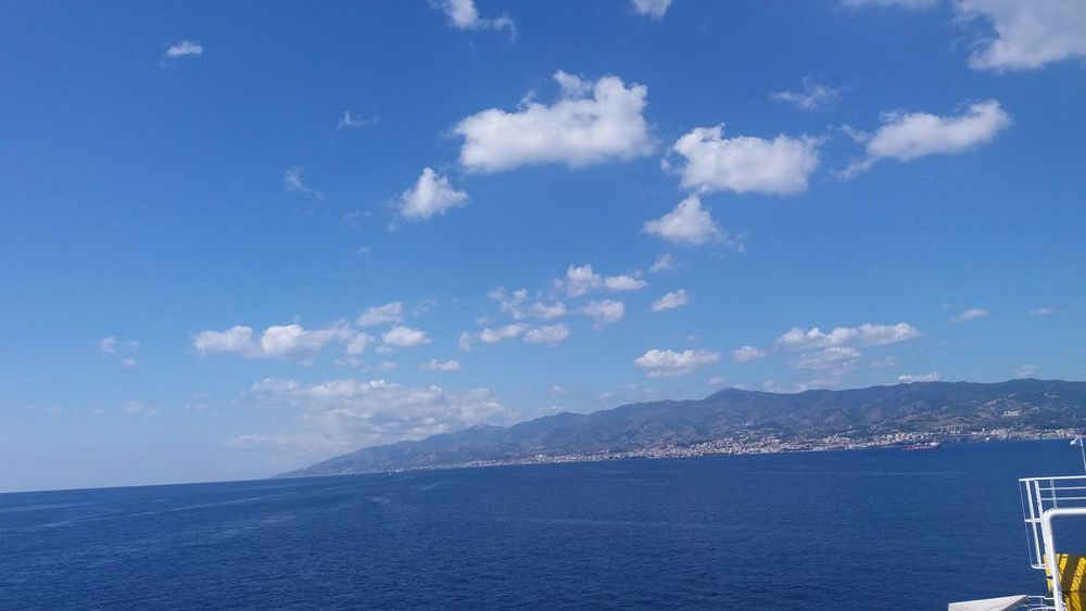 Italy Sicily Messina Traghetto Fähre Sea Sky Himmel Wolken Sky And Clouds Porto Mountains Berge No Filter Urlaub Ferie