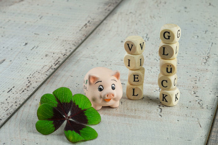 Clover Four-leaf Clover Good Luck Happy Luck Lucky Talisman Text Card Close-up Day Four Leaved Four-leafed German Words Happy New Year Indoors  Lucky Charm Message No People Pig Toy Wood - Material Wooden Background