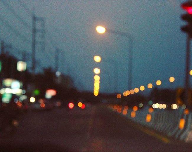 ||| Blur ||| ถึงรูปจะเบลอแต่ความทรงจำยังคงชัดเจน Camera Photograph Cannon600d Blur Street Nightlife Light Lightinthenight Travel Traffic Journey Streetphotography Igthailand VSCO Photooftheday