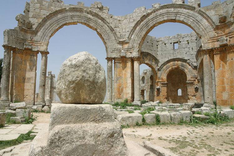 Qalaat Seman (Simeonskloster). Die Säule des hl. Simeon, der Säulenheilige. Architecture History No People Travel Destinations