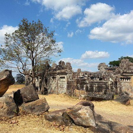Preah Vihear Temple. Gopura 1 Worldheritage Heritagelife Cambodia Unescoworldheritagesite Ruins Wanderkat Samsungonly Phonetography Nofilter Clouds Bluesky Kingdomofwonder Gounesco