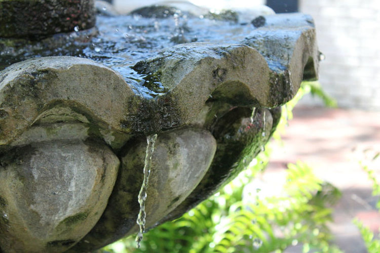 Fountain Dripping Old World