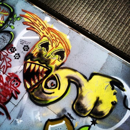 Graffiti Graffitiporn Heygate Heygateestate heygategraffiti monster yellow teeth scary scaryface