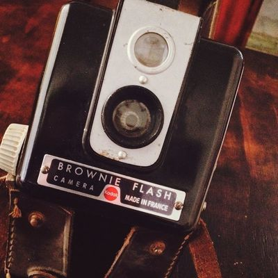 I just found this over 50 years old vintage Kodak camera over still looks amazing ^_^ Vintage Camera Beautiful