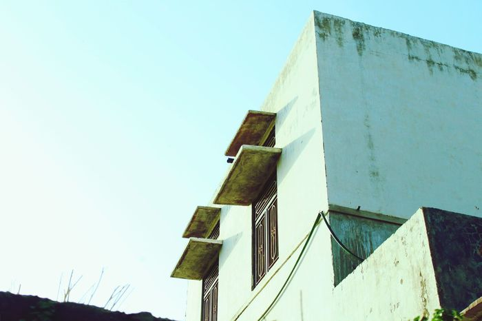 Hanging Out Time Pass  India Check This Out Photography Building White House Sky Windows Streetphotography Taken From A Moving Vehicle My Shot  Get Outdoors Look Up The Sky Clicking Photos Peace And Quiet The Great Outdoors With Adobe The Great Outdoors - 2016 EyeEm Awards The Street Photographer - 2016 EyeEm Awards Summerday
