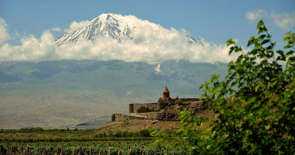 KHOR VIRAP and ARARAT MOUNTAIN Ararat Mountain🗻🗻 KHOR VIRAP And ARARAT MOUNTAIN MONASTERO ARMENO Neve Turismo Viaggiare Ancient Civilization Architecture Beauty In Nature Building Built Structure History Landscape Mountain Mountain Range Nature Outdoors Religion Scenics - Nature The Past Travel Destinations Veduta Panoramica Vulcano
