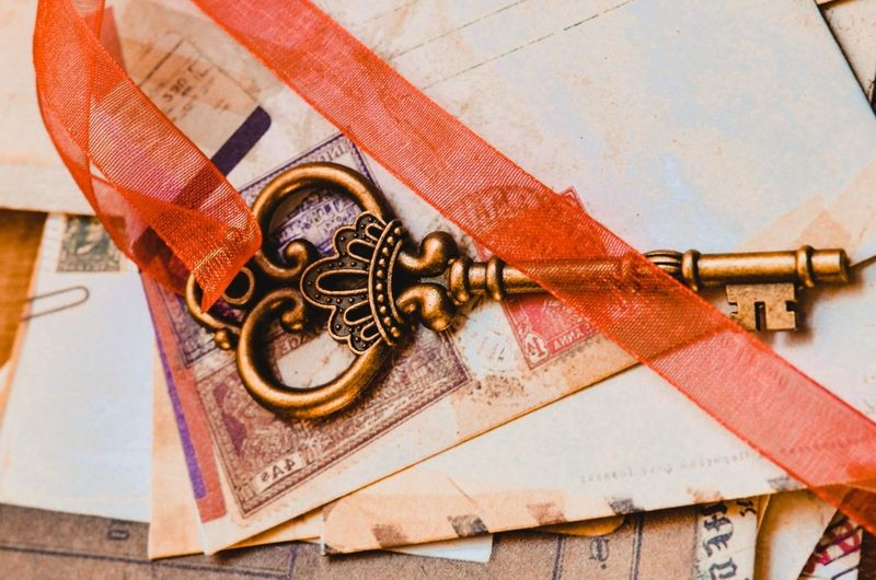 vintage key and letters background Conceptual Photography  Oldtimer Keys Photography Vintage Keys Key Letters Letter Vintage Style Vintage Photo Old Old-fashioned Backgrounds Background Concept Conceptual Wood - Material Close-up Instrument Of Time Second Hand Key Ring Keyhole Pocket Watch Time Gear Timer