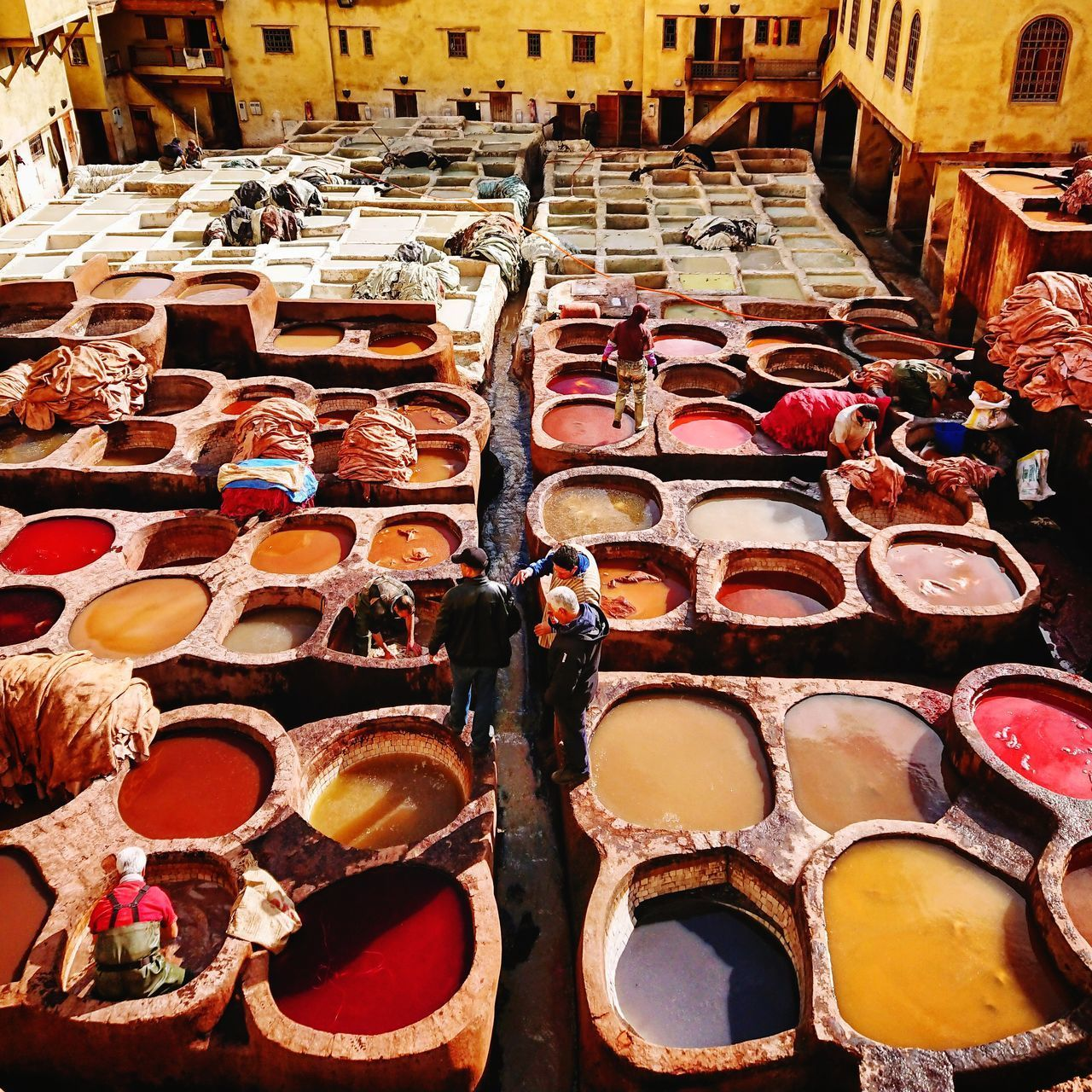 HIGH ANGLE VIEW OF MARKET STALL FOR SALE IN STREET