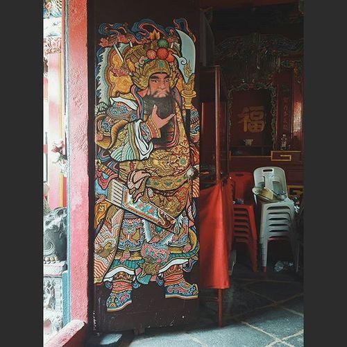 Painting on Shrine door. GongYuShrine GongWuShrine ThreeKings Somdetya Chaophraya Bangkok Thailand Travel Travelshots Everydayasia Everydaylife Explorebkk Streetphotography Amazingthailand
