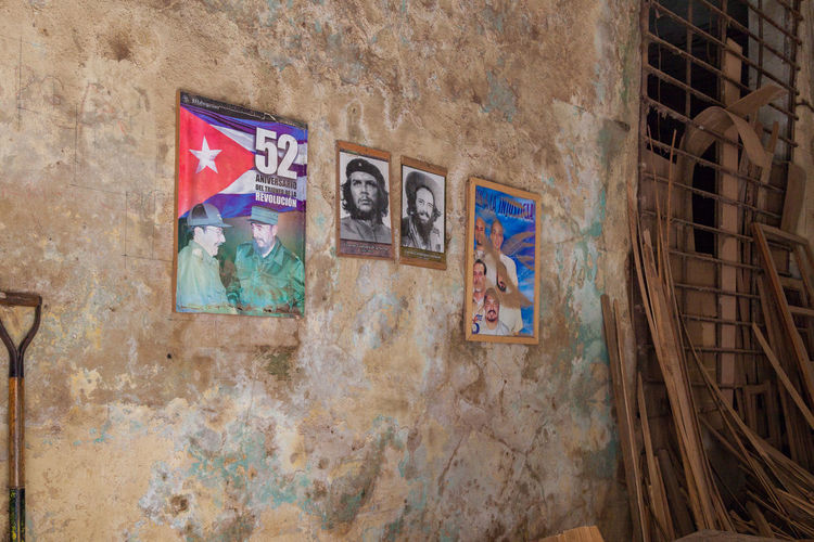 Poster of Fidel Castro and Che Guevara on a Havana's old wall Che Guevara Cuba Cuba Collection Fidel Castro Havana, Cuba Multi Colored No People Old Wall Poster Poster In Havana Poster Of Fidel Castro Rustic Water