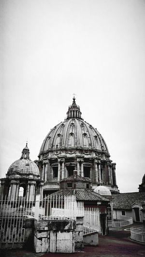 The Holy See Basilica Di San Pietro In Vaticano St. Peter's Basilica Vatican Vaticano Dome Black And White Black & White Basilica Architecture Geometric Shapes