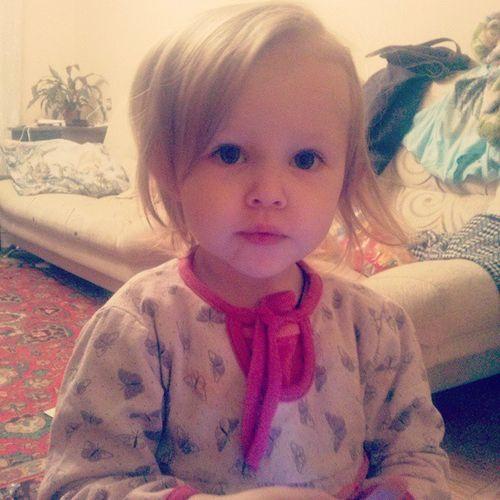 Моя милая доча))) какая же ты уже большая! алисапосмотринамамублин дочка любимаякроха маленькаяжопушка
