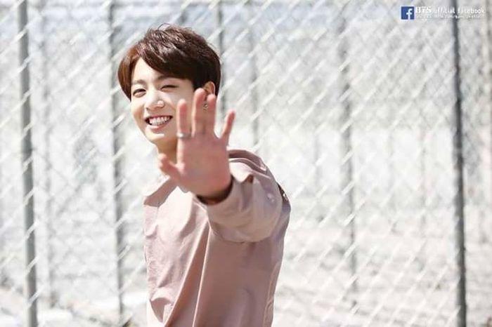 Không tin tưởng người khác - Tự hành xác bản thân 😰😰 Jungkook Jeonjungkook Bangtanboys Bangtan BTS Smile ✌ My Idol Kookie 종국 방탄소넨단