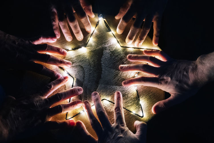 Cropped hands by illuminated star shape