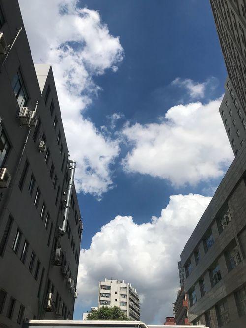 云 Building Exterior Architecture Built Structure Building Sky Cloud - Sky Low Angle View