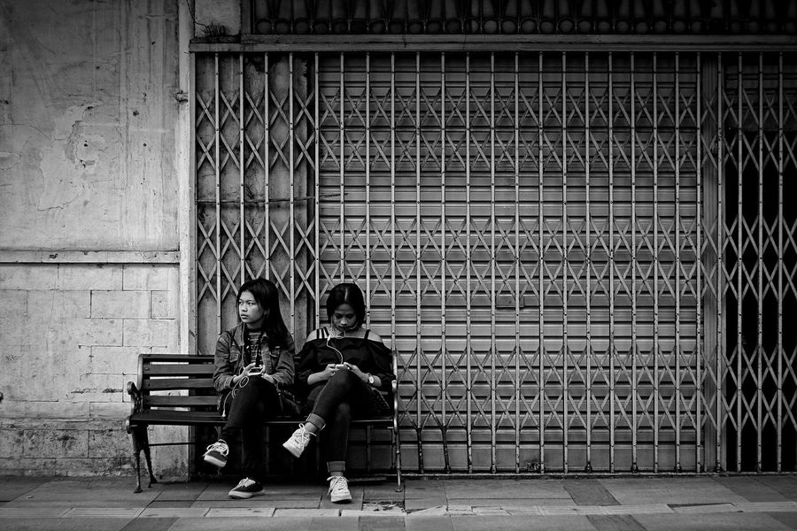 Friendship??? Real People People Street Photography Photooftheday Bestoftheday Bw Bnw Black & White Streetphotography INDONESIA Blackandwhite Black And White Photography EyeEm Human Interest Monochrome_life Monochrome Photograhy Photo Moodoftheday Best EyeEm Shot BestEyeemShots Photo Of The Day EyeEm Best Shots - Black + White EyeEm Indonesia EyeEm Best Shots - People + Portrait