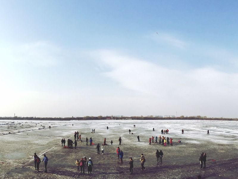 06.03.15 Frozen River Urban Nature Urban Landscape People Enjoying Life Winter Urban Life IPhoneography EyeEm Best Edits People Of EyeEm The Week Of Eyeem EyeEm Best Shots Vscoinchina Harbin China 哈尔滨 中国
