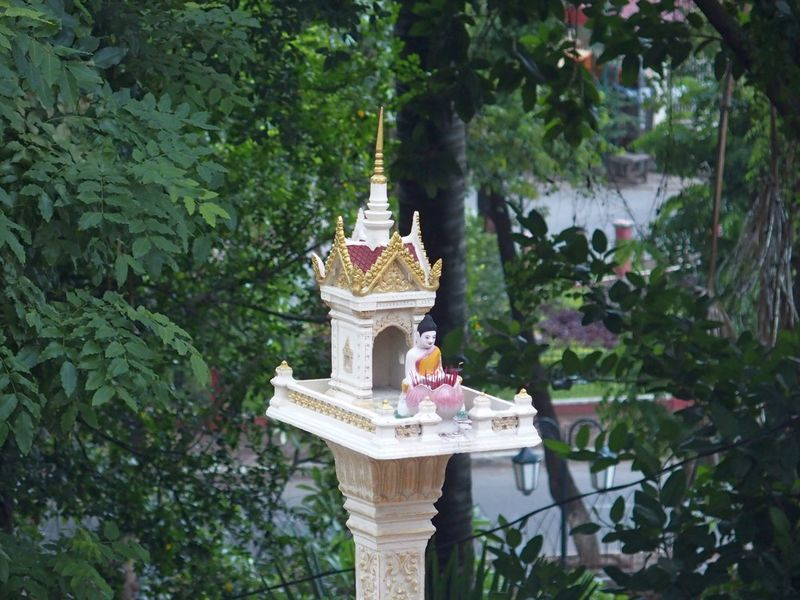 Trip in Cambodia Day Encens Religion Sculpture Spirituality Statue Temple - Building Tree