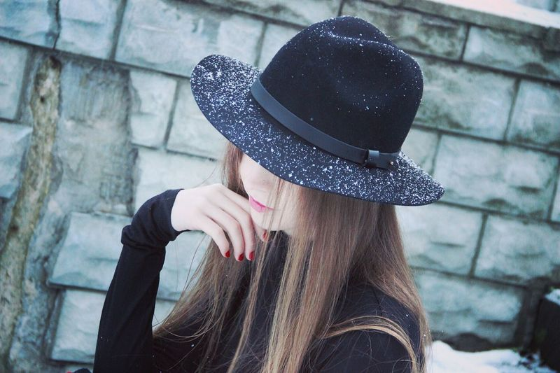 💙💭 Hat Blond Hair Headshot One Person Leisure Activity Women Lifestyles Real People Day Young Women Outdoors Young Adult Warm Clothing Only Women People Adult Close-up Human Hand Human Body Part Adults Only