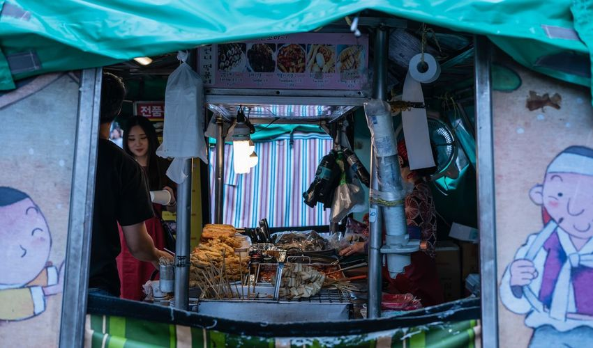Life on the streets of Seoul. The Street Photographer - 2018 EyeEm Awards
