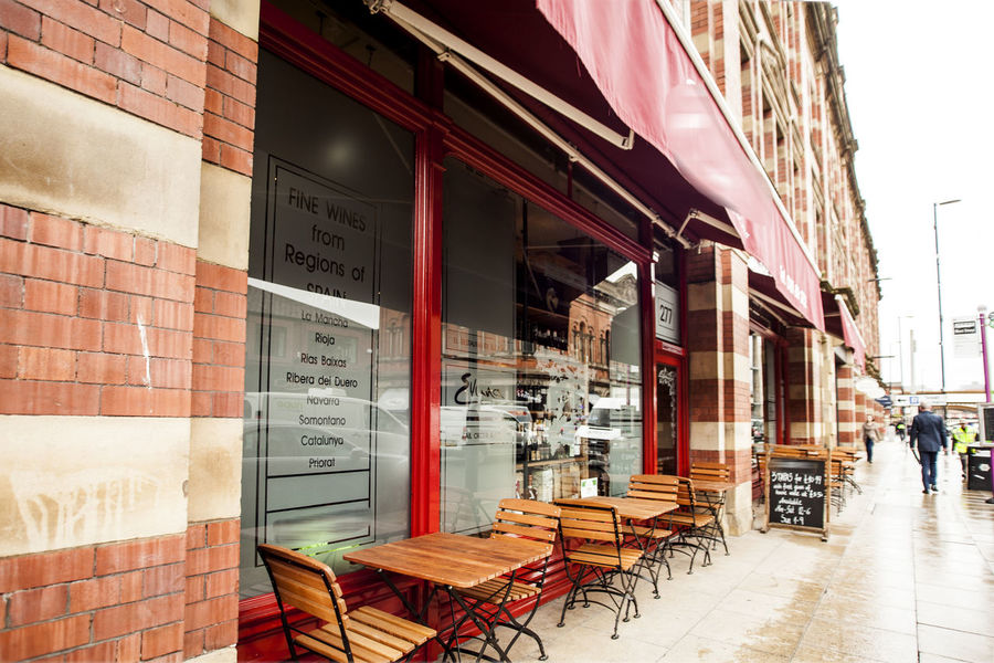 Dinning Tables And Chairs Bar Building Exterior Daylight Manchester City Centre Outdoors Outside Street