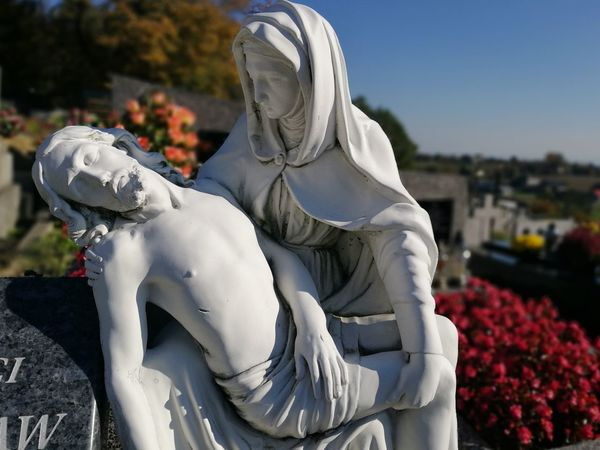 Pieta Religion Religiuos Pieta Contrast Contrasts All Saints Day Sculpture Sculptures Cementary Memory Heritage Reflection Wistfulness Close-up Statue Sculpted