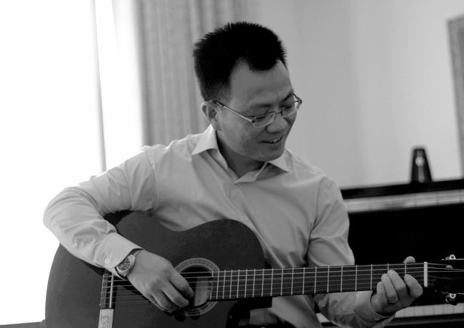 brother and his guitar 吉他弹唱 音乐 Plucking An Instrument Musician Guitar Musical Instrument Playing Music Men Sitting Skill  Arts Culture And Entertainment Fretboard Acoustic Guitar Classical Guitar String Instrument