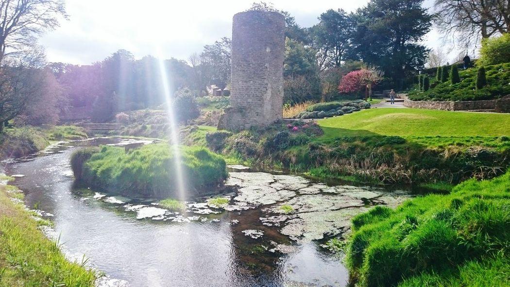 Agua en el Castillo de Blarney, Irlanda Your Design Story Blarney Castle Spring Front Light Ireland Tourism Travel The Great Outdoors - 2016 EyeEm Awards