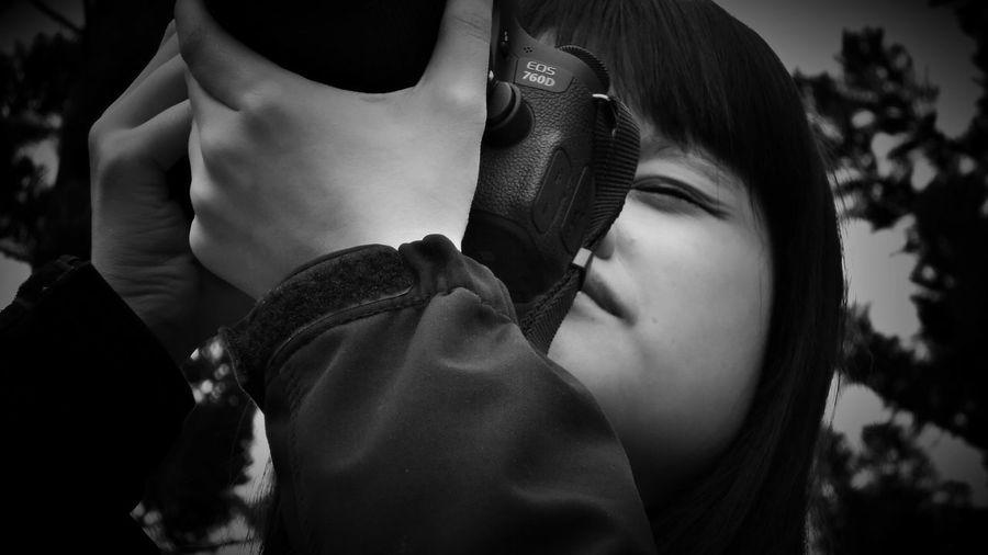 2018/4/5 速寫朋友 於大安森林公園 Take Photos Friend Friends Friendship Taiwan Park Bw Bw_lover BW_photography B&w Photo B&w Bw Photography B&w Photography Bwphotography Friendship Women Beauty Beautiful People Young Women Beautiful Woman Holiday Moments EyeEmNewHere