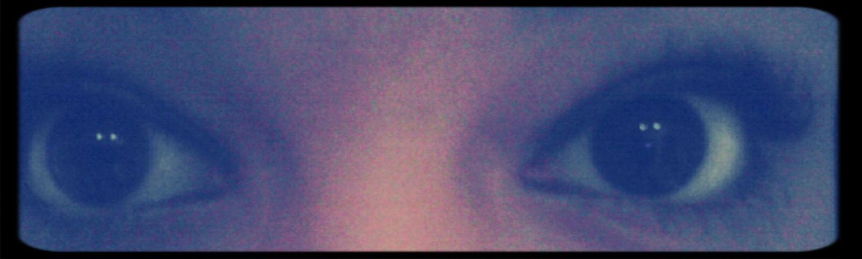 Dans mes yeux tu y trouve de la haine,de la colère, de la tristesse , mais tu peit aussi y trouver de l'amour ;) Portrait Les Yeux Noirs Mes Yeux Eyes