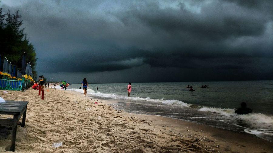 beachdrama rain