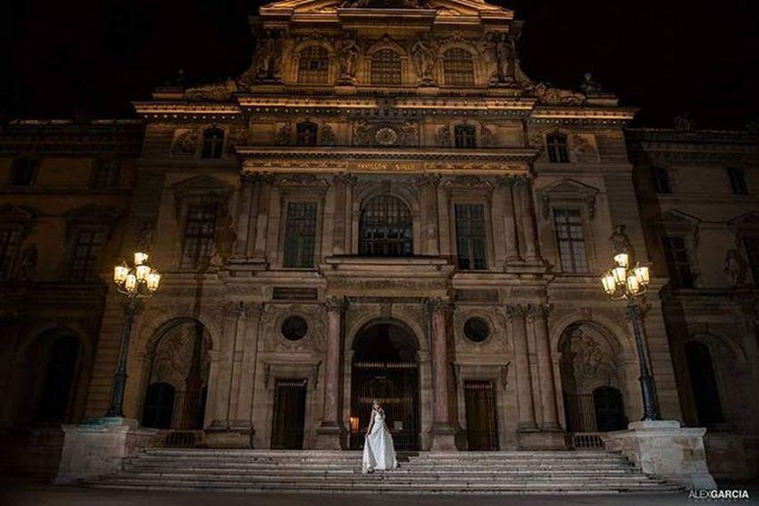 Weddingdress Museumdulouvre Louvre Mariagephotographe Mariage Photoparis Photography Weddingphotography Mariagephotographe 263photo Paris263 Ensaiosemparis Fotógrafobrasileiroemparis