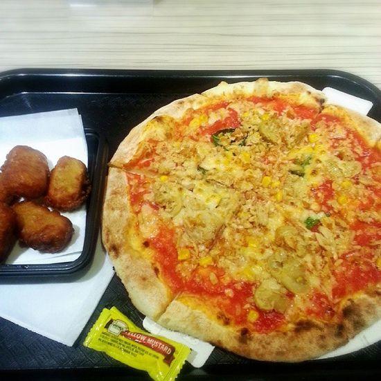 Pizza Capricciosa Pesce fritta 夜中にピザ?食べた。Delizioso