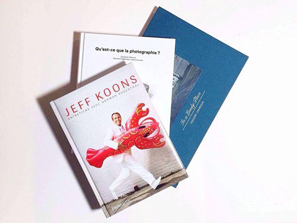 帶回的書,終於得空有時間看。無論何時,都要不斷的補充自己,做個有營養的人。 Book Photography Jeff Koons Home Taipei Enjoying Life Art GREGORY CREWDSON