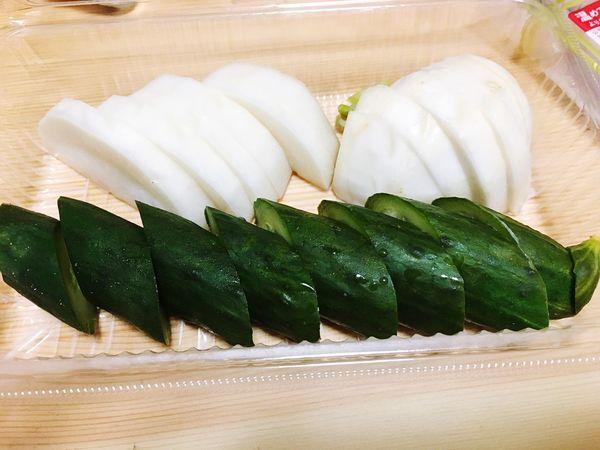 Cucumber 漬け物 Present Neiborhood 近所のおじいさんに頂きました( ¨̮ )