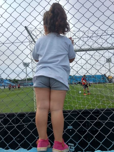 En la cancha Rear View Real People Fence One Person Leisure Activity Boundary Barrier