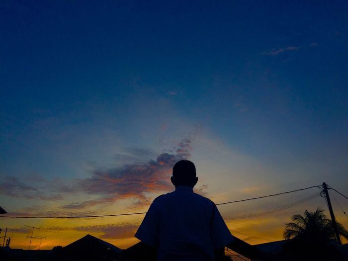 Silhouette One Person Sunset Lifestyles Men Sky Nature Real People Outdoors Beauty In Nature One Man Only Adult People Day