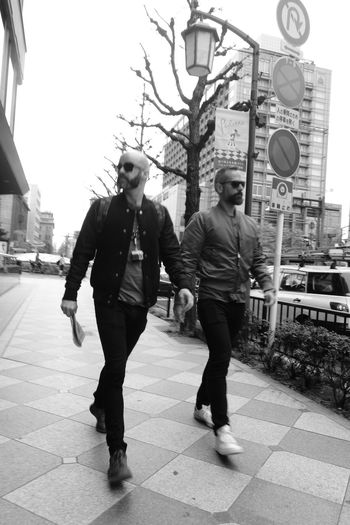 Street Two People City Heterosexual Couple Adult Young Adult Young Women Young Men People Adults Only Full Length City Life Togetherness Couple - Relationship Men Women Outdoors Day Streetphotography Real People Backstreets & Alleyways Black And White Japan Photography Kyoto City Kyoto