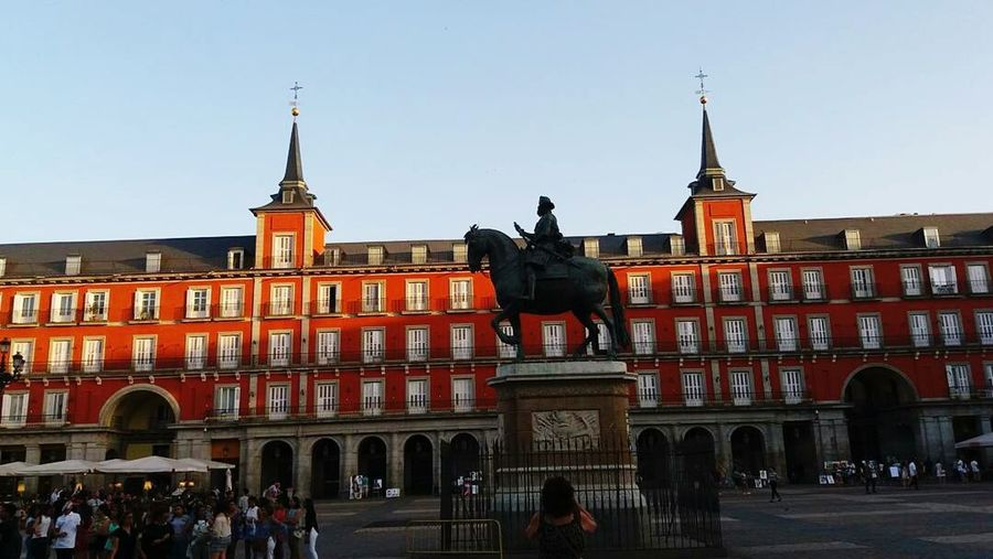 Plaza mayor de madrid City Architecture Travel Destinations History Statue Casual Photography Traveling Photography Casualphoto Madridcentro Madrid, España Madrid,spain Madridmemata Plaza Mayor (Madrid). Caballo Famous Places Famous Landmark